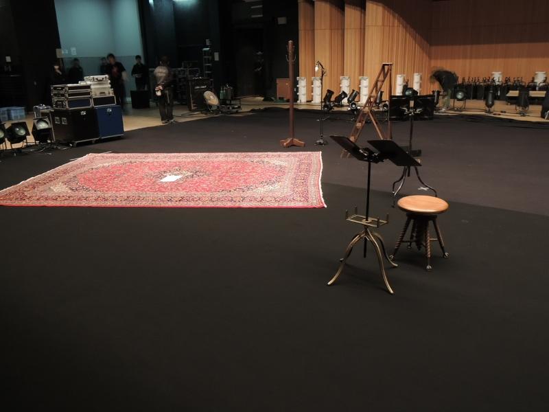 八代亜紀さんのコンサートに当店の絨毯が使われました!